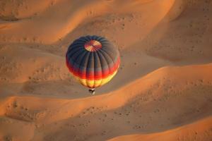Hőlégballonnal a dűnék felett
